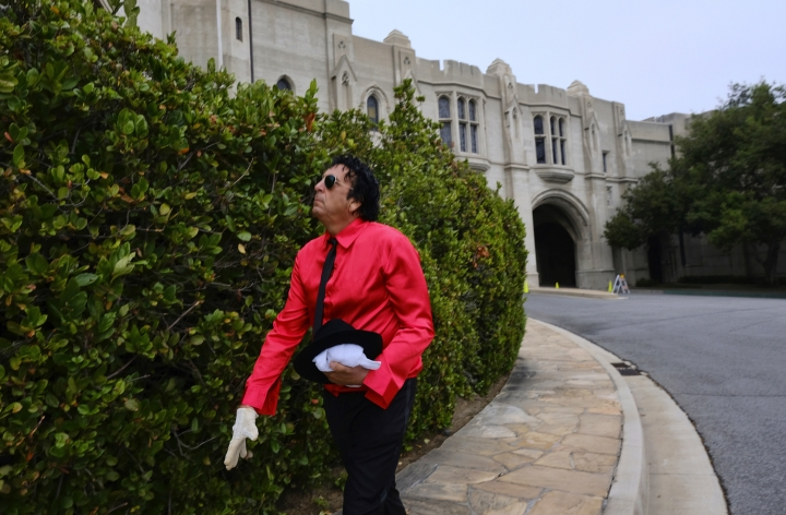 Ron Pia, from Las Vegas, pays his respects at Michael Jackson's mausoleum on the 10th anniversary of the singers death at Forest Lawn Cemetery In Glendale, Calif. on Tuesday, June 25, 2019. (AP Photo/Richard Vogel)