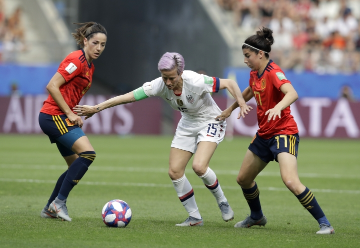 United States'Megan Rapinoe, middle, is challenged by Spain's Vicky Losada, left, and her teammate Lucia Garcia during the Women's World Cup round of 16 soccer match between Spain and US at the Stade Auguste-Delaune in Reims, France, Monday, June 24, 2019. (AP Photo/Alessandra Tarantino)