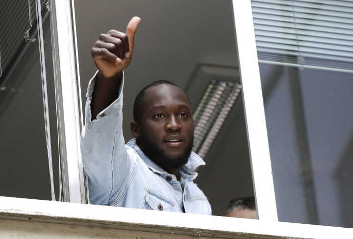 Soccer forward Romelu Lukaku gives his thumbs up as he salutes Inter Milan supporters from a window of the Italian Olympic Committee's headquarters, in Milan,Italy, Thursday, Aug. 8, 2019. Manchester United forward Lukaku is on the verge of completing his move to Inter Milan on the final day of transfers in England. (AP Photo/Luca Bruno)