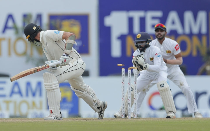 Sri Lanka's wicketkeeper Niroshan Dickwella unsuccessfully attempts for a stump to dismiss New Zealand's William Somerville during the fourth day of the first test cricket match between Sri Lanka and New Zealand in Galle, Sri Lanka, Saturday, Aug. 17, 2019. (AP Photo/Eranga Jayawardena)