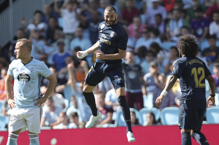 Real Madrid's Karim Benzema, centre, celebrates after scoring the opening goal during La Liga soccer match between Celta and Real Madrid at the Balaídos Stadium in Vigo, Spain, Saturday, Aug. 17, 2019. (AP Photo/Luis Vieira)