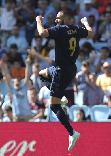Real Madrid's Karim Benzema celebrates after scoring the opening goal during La Liga soccer match between Celta and Real Madrid at the Balaídos Stadium in Vigo, Spain, Saturday, Aug. 17, 2019. (AP Photo/Luis Vieira)