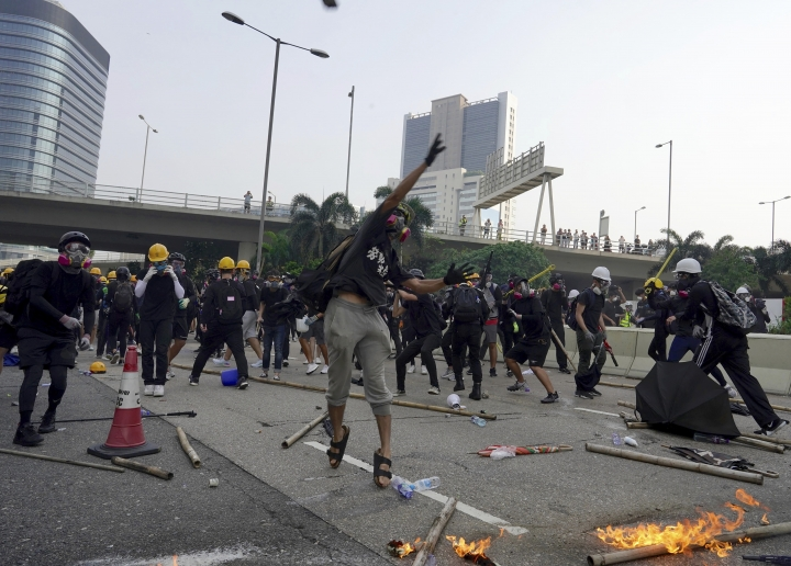 "Demonstrators clash with police during a protest in Hong Kong, Saturday, Aug. 24, 2019. Chinese police said Saturday they released an employee at the British Consulate in Hong Kong as the city's pro-democracy protesters took to the streets again, this time to call for the removal of ""smart lampposts"" that raised fears of stepped-up surveillance. (AP Photo/Vincent Yu)"