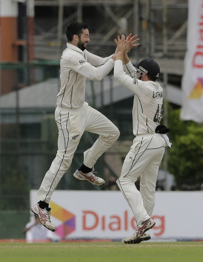 New Zealand's William Somerville, left, celebrates taking the wicket of Sri Lanka's Kusal Mendis with his teammates during day five of the second test cricket match between Sri Lanka and New Zealand in Colombo, Sri Lanka, Monday, Aug. 26, 2019. (AP Photo/Eranga Jayawardena)