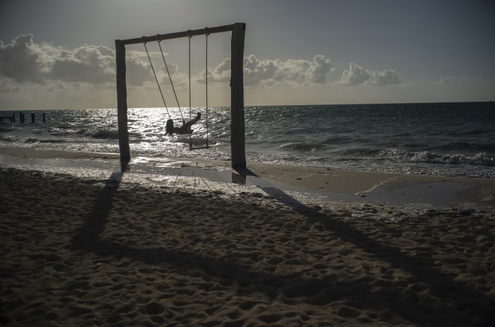 Tourist Loren Fantasia from Baltimore, swings on the beach before the arrival of Hurricane Dorian, in Freeport, Bahamas, Friday, Aug. 30, 2019. Forecasters said the hurricane is expected to keep on strengthening and become a Category 3 later in the day. (AP Photo / Ramon Espinosa)