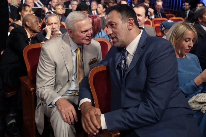 Inductee Vlade Divac, right, chats with Jerry West before the Basketball Hall of Fame enshrinement ceremony Friday, Sept. 6, 2019, in Springfield, Mass. (AP Photo/Elise Amendola)