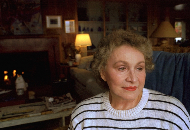 """FILE - This Sept. 21, 2000 file photo shows Author Anne Rivers Siddons at her Brooklin, Maine, cottage. Siddons, a best-selling Southern author known for novels """"Heartbreak Hotel"""" and """"Peachtree Road"""" has died. News outlets report Siddons died Wednesday, Sept. 11, 2019 at her home in Charleston, S.C., Her stepson David Siddons says her cause of death was lung cancer.(AP Photo/Amelia Kunhardt, File)"""