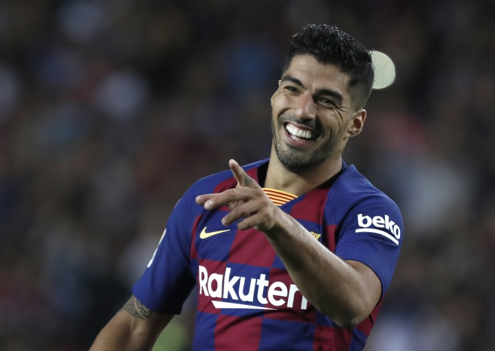 Barcelona's Luis Suarez celebrates after scoring his side's fifth goal during the Spanish La Liga soccer match between FC Barcelona and Valencia CF at the Camp Nou stadium in Barcelona, Spain, Saturday, Sep. 14, 2019. (AP Photo/Joan Monfort)
