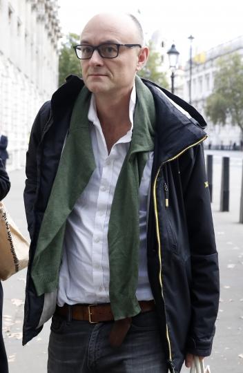 Dominic Cummings, top advisor to the British Prime Minister Boris Johnson, walks towards Downing Street in London, Thursday, Sept. 12, 2019. (AP Photo/Alastair Grant)