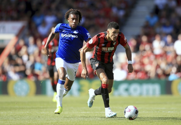 Bournemouth's Dominic Solanke, right, and Everton's Alex Iwobi battle for the ball during the English Premier League soccer match between Bournemouth and Everton at The Vitality Stadium, Bournemouth, England, Sunday, Sept. 15, 2019. (Adam Davy/PA via AP)