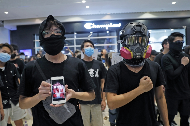 "Anti-government protesters sing a theme song written by protesters ""Glory to Hong Kong"" at a shopping mall in Hong Kong, Sunday, Sept. 21, 2019. Protesters in Hong Kong burned a Chinese flag and police fired pepper spray Saturday in renewed clashes over grievances by the anti-government demonstrators. (AP Photo/Kin Cheung)"