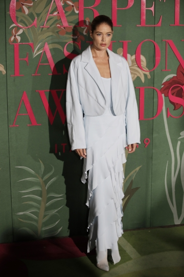 Model Doutzen Kroes poses for photographers upon arrival at the Green Carpet Fashion Awards in Milan, Italy, Sunday, Sept. 22, 2019. (AP Photo/Luca Bruno)