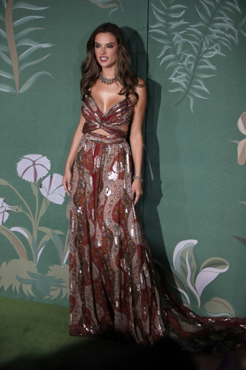 Model Alessandra Ambrosio poses for photographers upon arrival at the Green Carpet Fashion Awards in Milan, Italy, Sunday, Sept. 22, 2019. (AP Photo/Luca Bruno)
