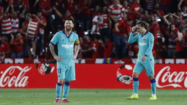 Barcelona's Messi, right, and Antoine Griezmann react during the Spanish La Liga soccer match between Barcelona and Granada at the Los Carmenes stadium in Granada, Spain, Saturday, Sep. 21, 2019. Ganada won 2-0.(AP Photo/Miguel Morenatti)