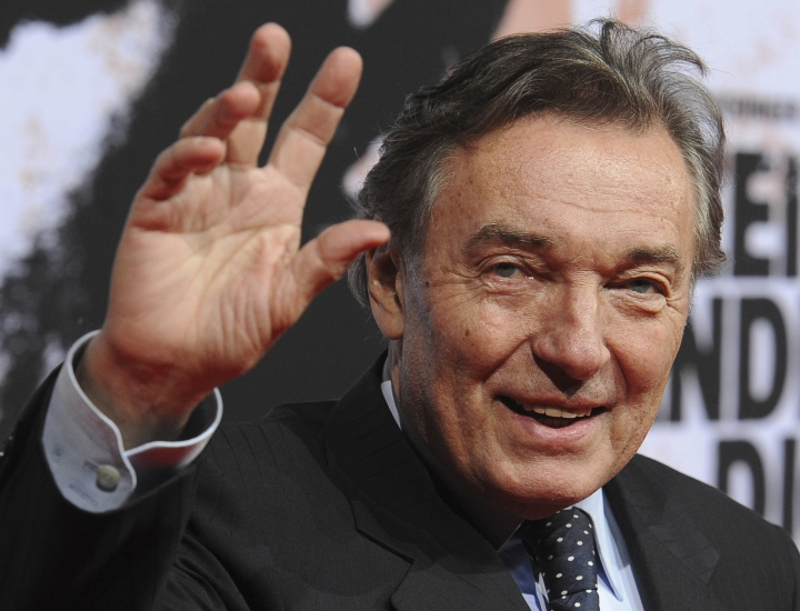 FILE - This Feb.3, 2010 file photo shows most popular Czech pop singer Karel Gott during a film premiere in Berlin, Germany. Gott died at 80 on Tuesday, October 1, before midnight at home in his family circle, his spokeswoman Aneta Stolzova said Wednesday, Oct. 2, 2019. (Jens Kalaene/dpa via AP)
