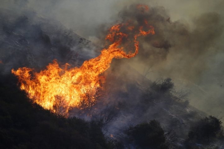The Getty fire burns on Mandeville Canyon Monday, Oct. 28, 2019, in Los Angeles. (AP Photo/Marcio Jose Sanchez)
