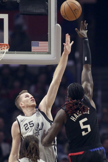 Los Angeles Clippers forward Montrezl Harrell, right, shoots over San Antonio Spurs center Jakob Poeltl, left, during the first half of an NBA basketball game in Los Angeles, Thursday, Oct. 31, 2019. (AP Photo/Alex Gallardo)