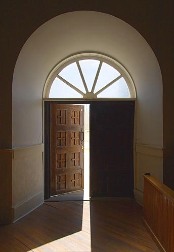 Open_the_door_to_ideas