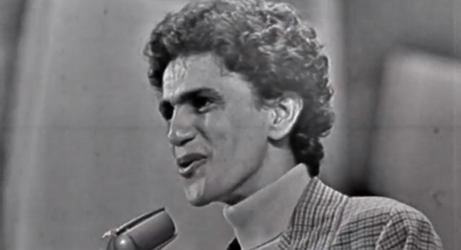 watch-an-exclusive-clip-of-brazilian-star-caetano-veloso-performing-live-from-new-documentary-tropicalia