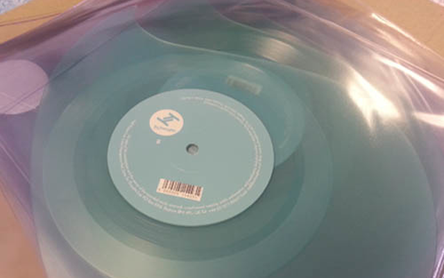 dry-your-eyes-quantic-and-alice-russell-release-teardrop-shaped-vinyl-on-tru-thoughts