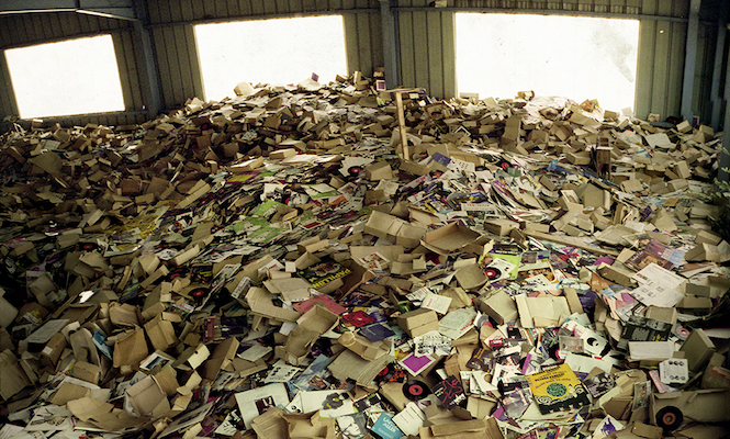 extraordinary-photos-from-an-abandonned-record-warehouse