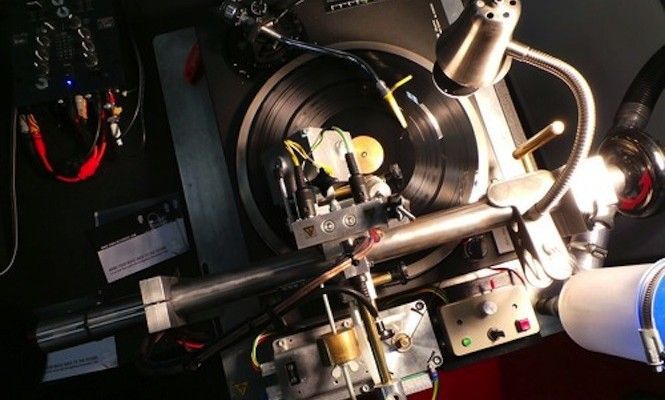 Cut your own records with this DIY vinyl recorder