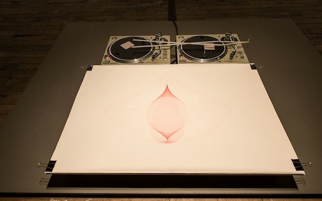 artist-transforms-turntables-into-automatic-drawing-machine