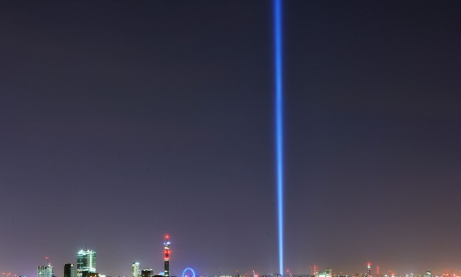 ryoji-ikeda-unveils-spectacular-av-light-show-in-london