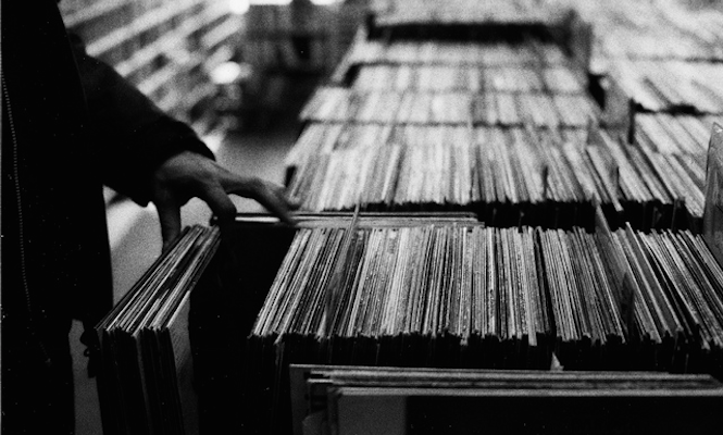 uk-vinyl-album-sales-set-for-another-record-breaking-year