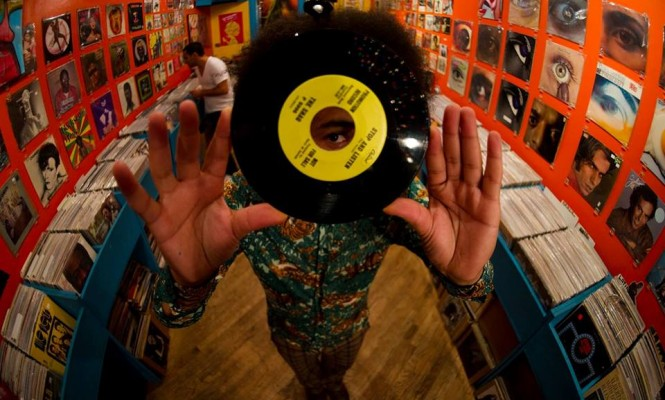 tropicalia-in-furs-pop-up-record-store
