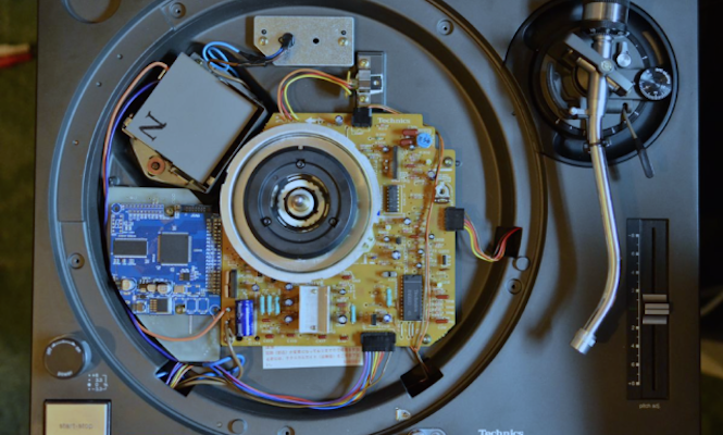 This genius has modified a Technics SL-1200 to play digital files