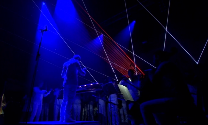 Watch Glastonbury pay tribute to David Bowie with Philip Glass's <em>Heroes</em> symphony