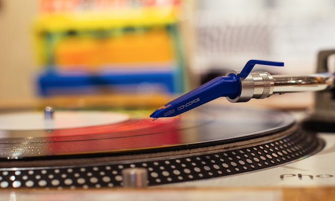 turntables-outselling-cdjs