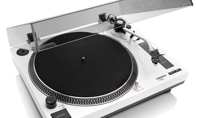 Turntable review: Lenco L-3808