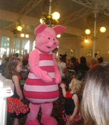 ¿Qué restaurantes con Personajes hay en Magic Kingdom?
