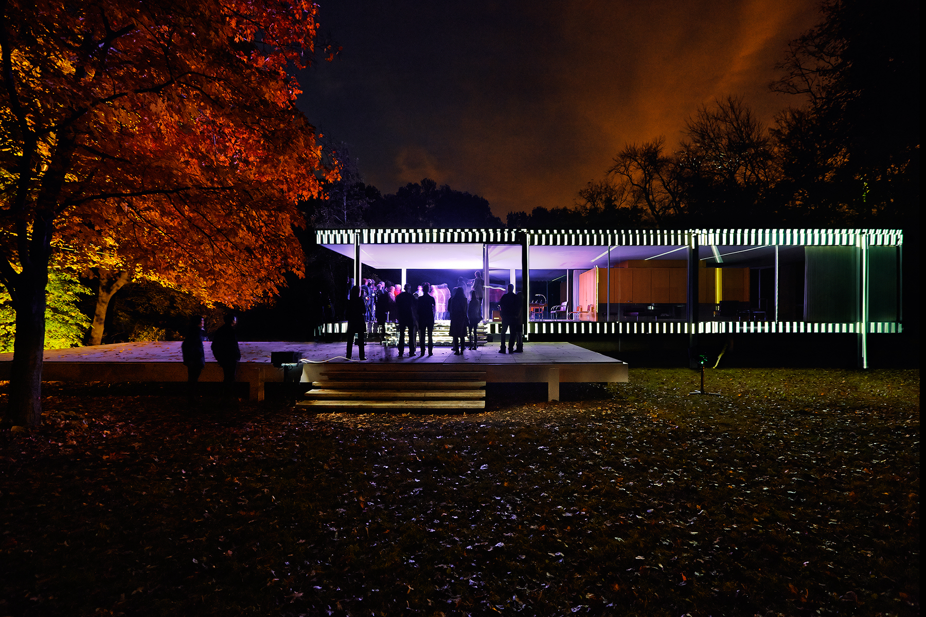 Mies van der rohe 39 s iconic farnsworth house gets the for The farnsworth