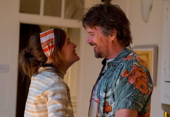 Rose Byrne and Ethan Hawke in JULIET NAKED