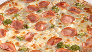 Sam louies chicken cordon bleu pizza 610x250
