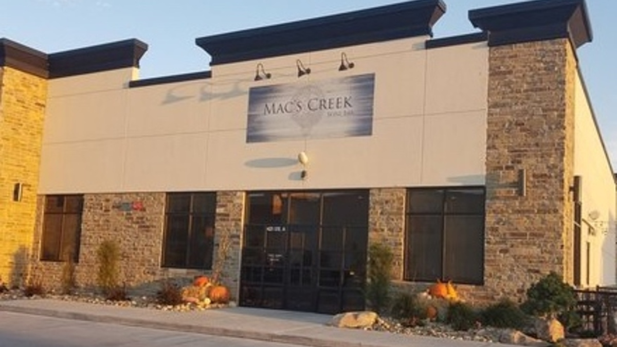 Mac creek wine bar located