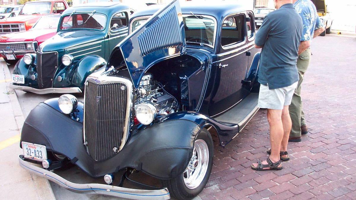 Classic Car Cruise Night - Classic car cruise