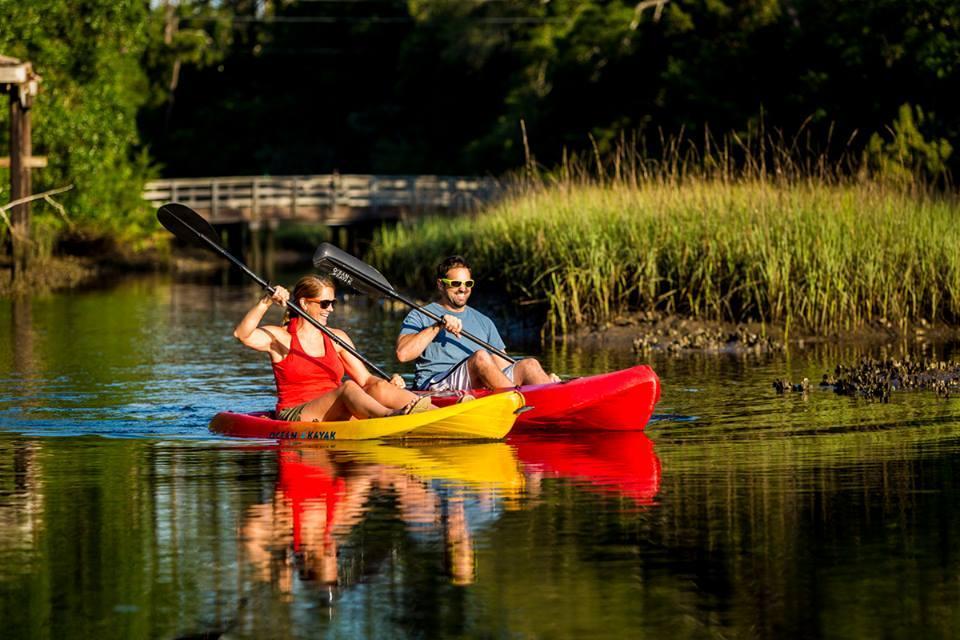 Two people kayaking in Jacksonville, Florida