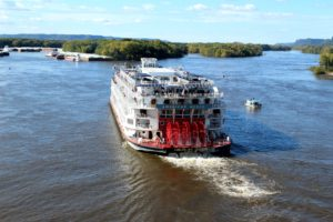 american, queen, docking, winona, minnesota, cuise, line, luxury, mississippi, river