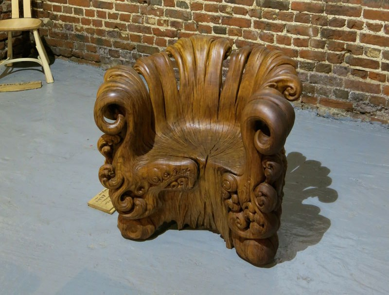 chair-carved-from-single-oak-stump-by-alex-johnson-7