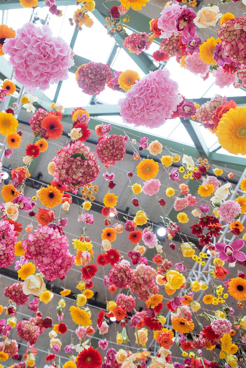 rebecca-louise-law-floral-installation-garten-bikini-berlin-concept-mall-designboom-07