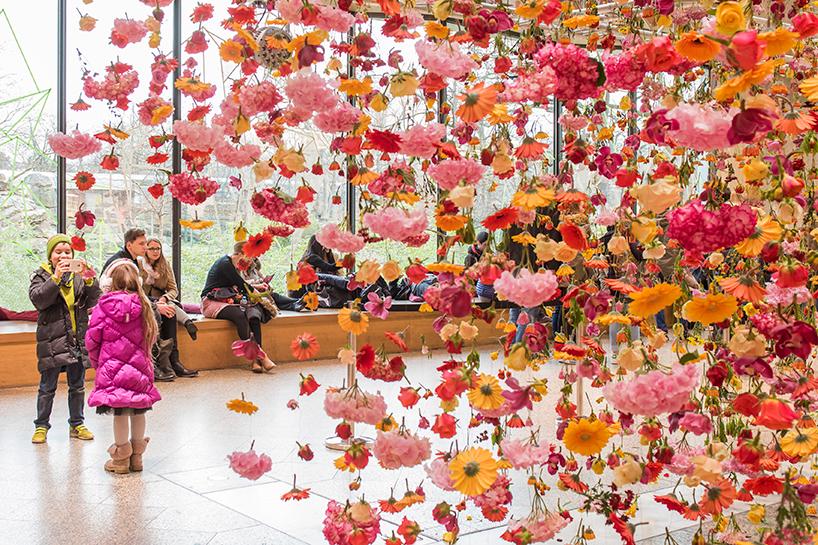 rebecca-louise-law-floral-installation-garten-bikini-berlin-concept-mall-designboom-08