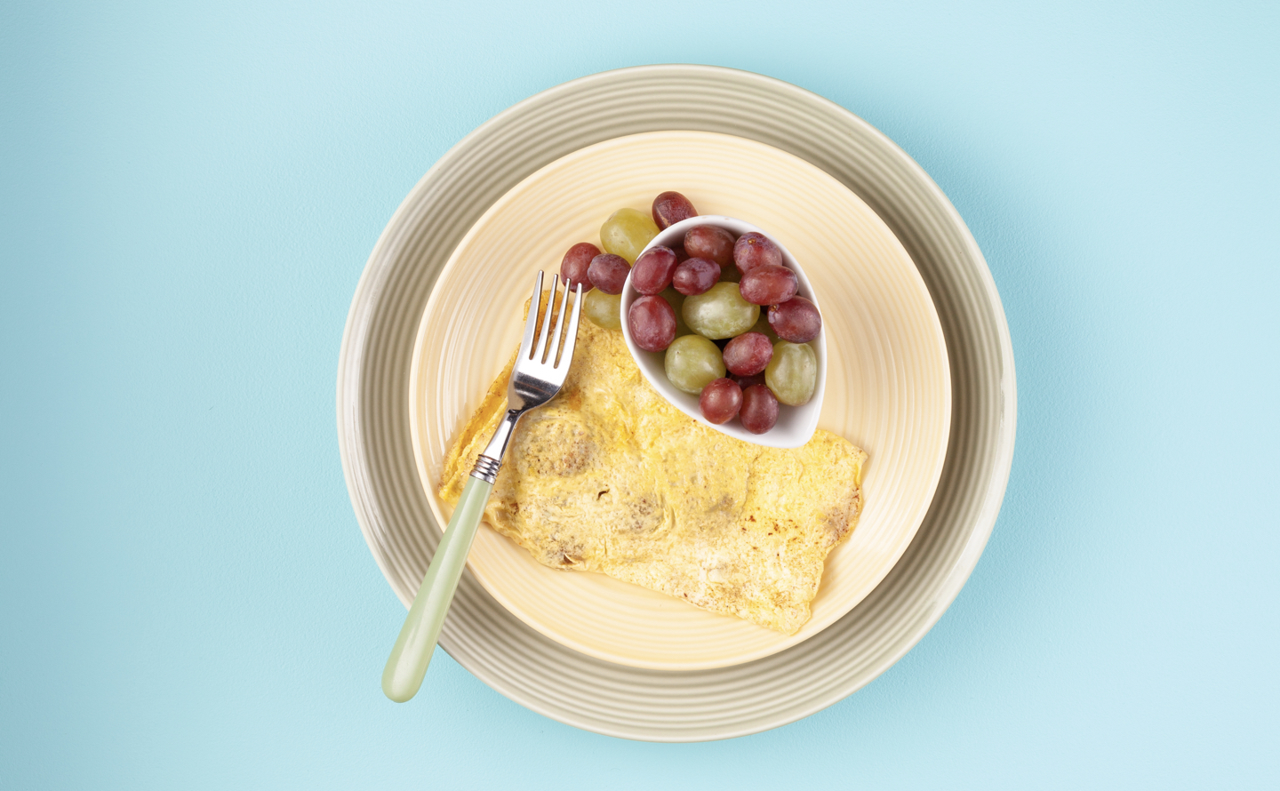 Veggie Sausage Cheddar Omelette with Fruit
