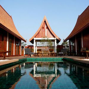 Green Gecko Thai Villa With Pool