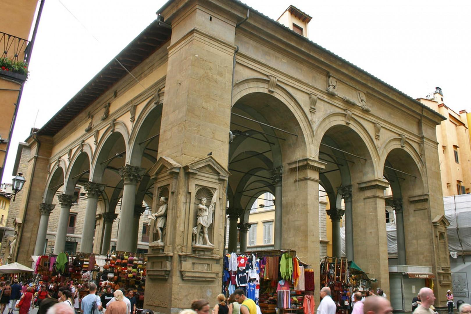 Shopping in this famous market, called Nuovo (new) from @1700s should end when you rub the snout of the bronzewild boar statue for luck.