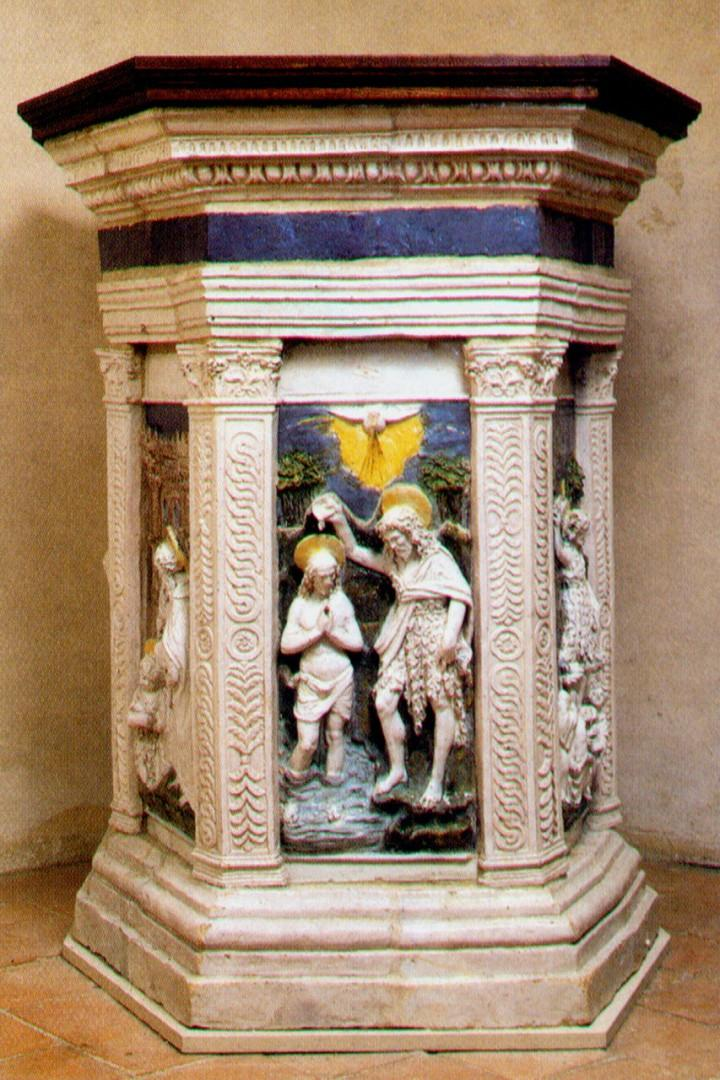 The baptismal font in the Church of San Leolino is from the 16th century.