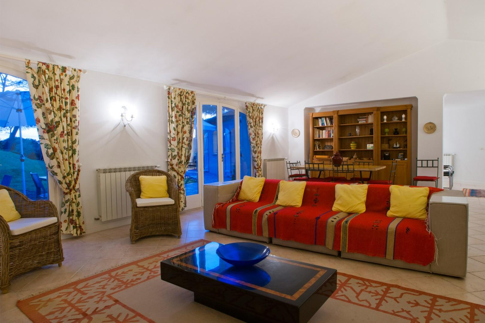Large and comfortable living area with plenty of seating